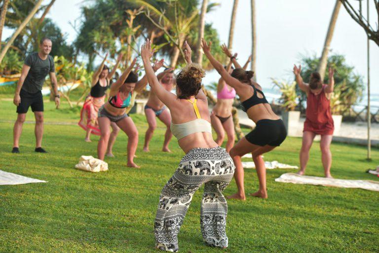 שיעורי יוגה בקבוצה