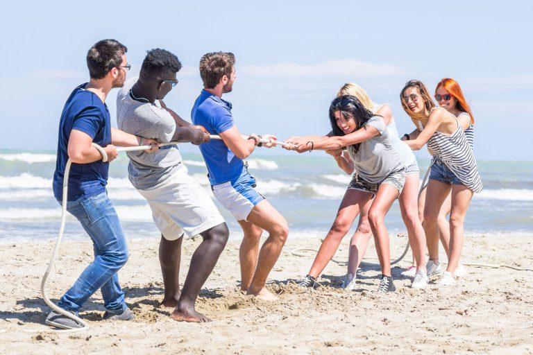 משחקי ספורט בחוף הים