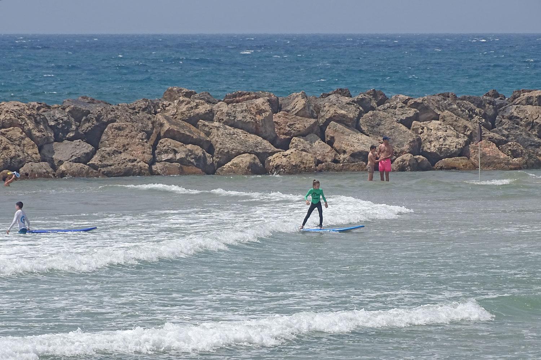 קייטנות גלישה בחוף רחצה מוכרז