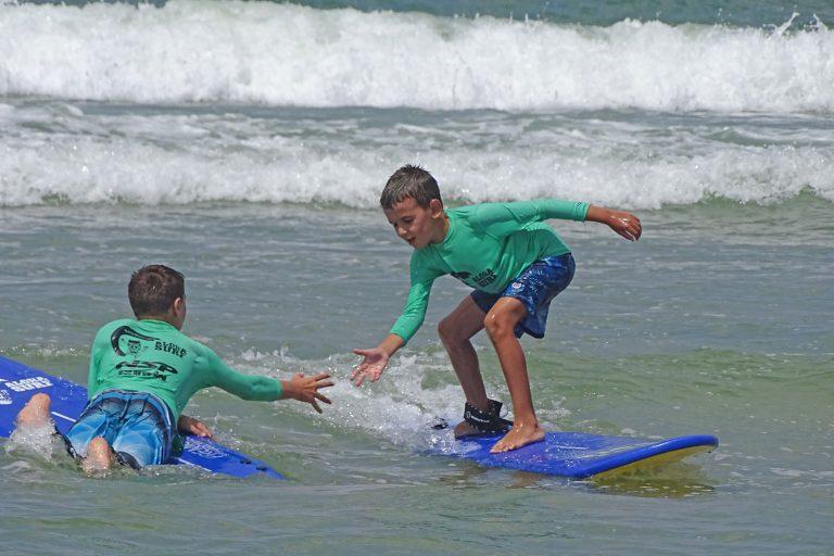 גלישת גלים מביאה לך חברים טובים בהמשך הדרך